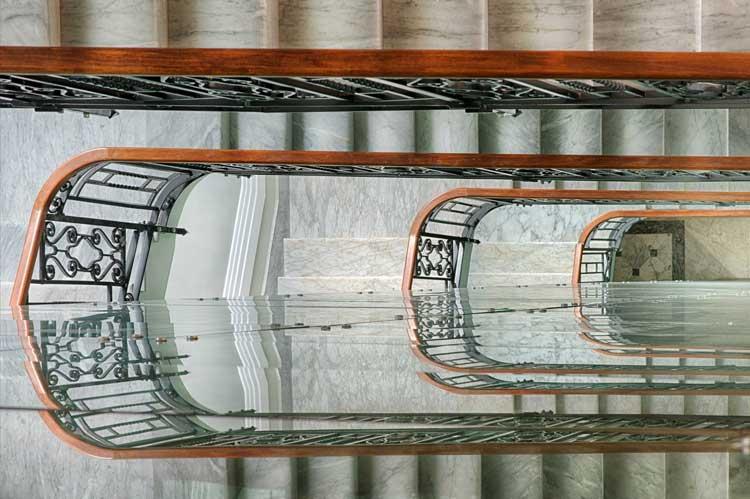 Escaleras del NH Collection Palazzo Cinquecento  de Roma