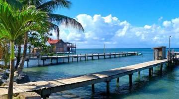 Embarcadero de Roatán, Honduras. Foto © Shutterstock | Resorts de Centroamérica en Tu Gran Viaje