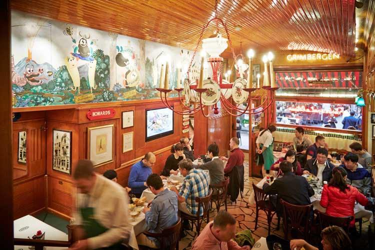 Interior del restaurante Chez Leon de Bruselas | Tu Gran Viaje revista de viajes y turismo