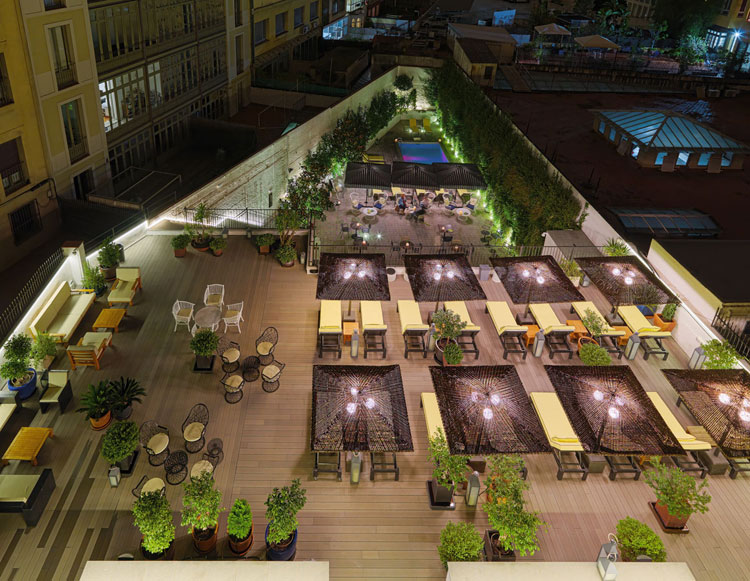 Solarium del H10 Metropolitan Barcelona | Le Bristol Beirut | Los nuevos hoteles de preferred hotels resorts | Revista Tu Gran Viaje
