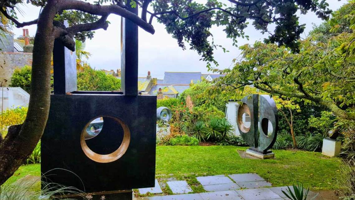Jardines del Barbara Hepworth Museum. © Tu Gran Viaje. Visitar la galería Tate St Ives