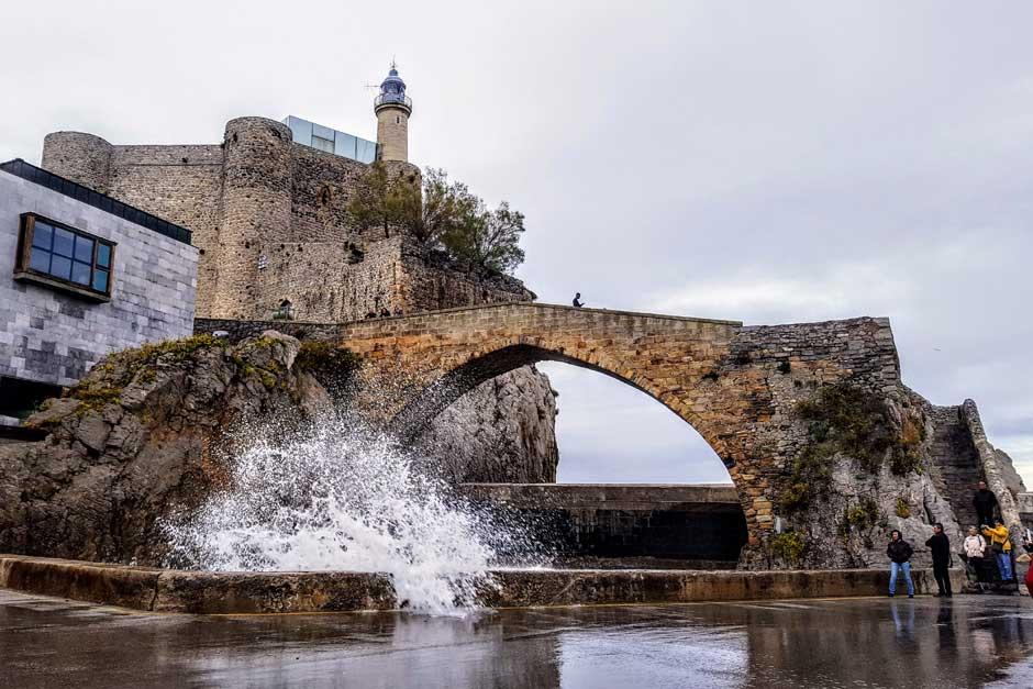 Puente medieval de Castro Urdiales. © Tu Gran Viaje | Escapada a Castro Urdiales | Hotel Sercotel Las Rocas