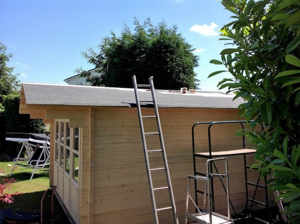 Felt shingles are being fitted. Shingles are FAR better than roofing felt and highly recommended.