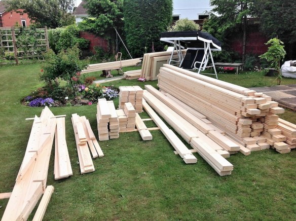 Lots of parts, all laid out correctly, it is important to keep the logs on top of each other while the build commences.