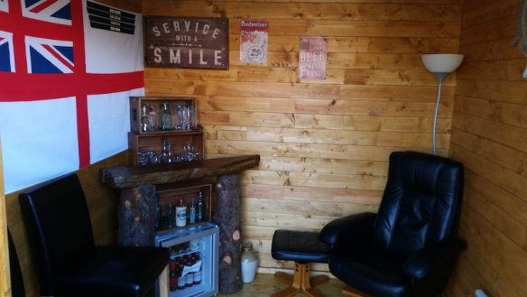 Back to a man cave and a bar, is there a theme starting to form? With the canopy at the side of the Elburg log cabin you can have a hot tub enclosure as well!