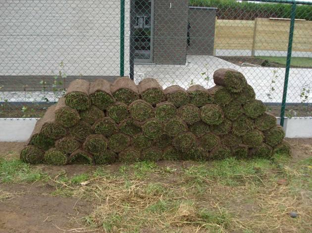 Geleverde graszoden, klaar om te plaatsen