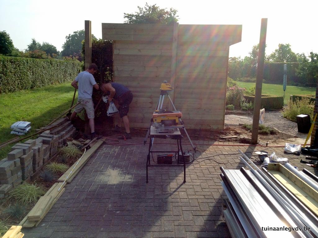een op maat gemaakt tuinhuis wordt door ons geleverd n geplaatst