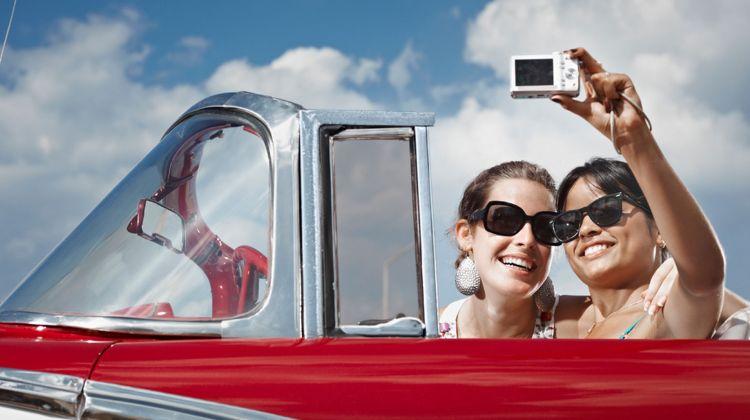 Women-selfie-car
