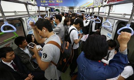 commuters-on-smartphones-008
