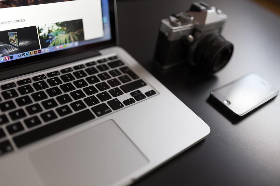 macbook-923638_960_720