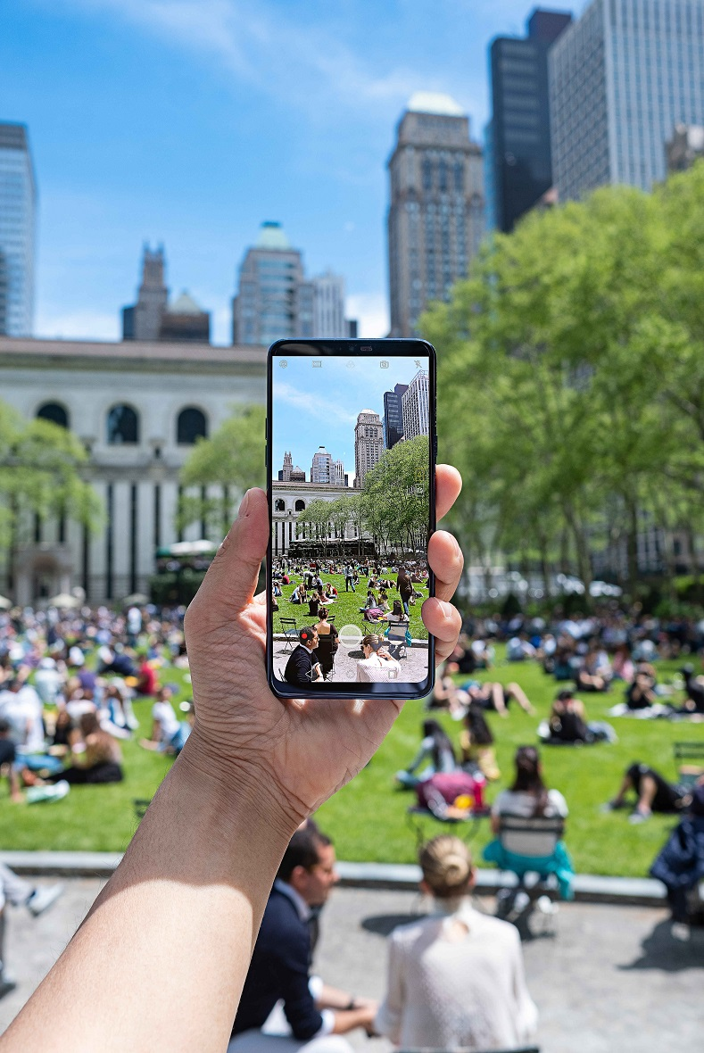LG-G7-in-Action-01