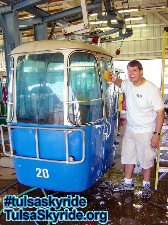 Tulsa Skyride: Gangloff two-bench cabin with windows in original color scheme