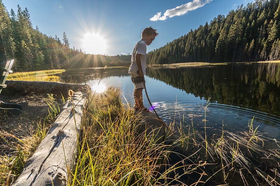 child-at-lake