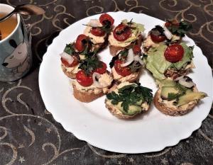 Weganskie potrawy przepisy sandwich burgers menu wegetarianskie vege vegan jarskie kanapki jedzenie przysmaki przekaski domowe
