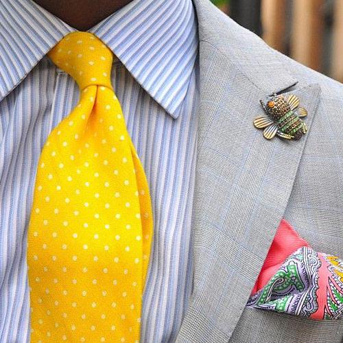 ストライプシャツと黄色ドットネクタイ
