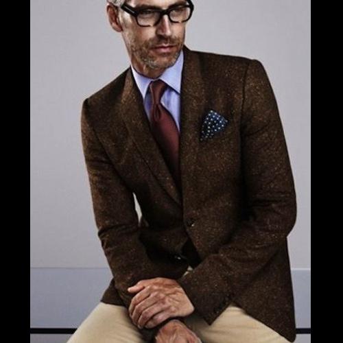 茶色ネクタイの同系色コーデ2