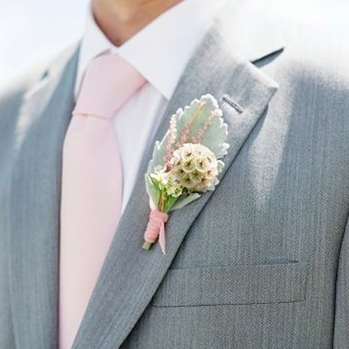 ピンクネクタイとグレーのジャケット2
