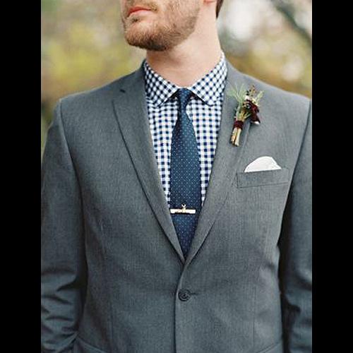 紺の小紋ネクタイとチェックシャツ+グレースーツ