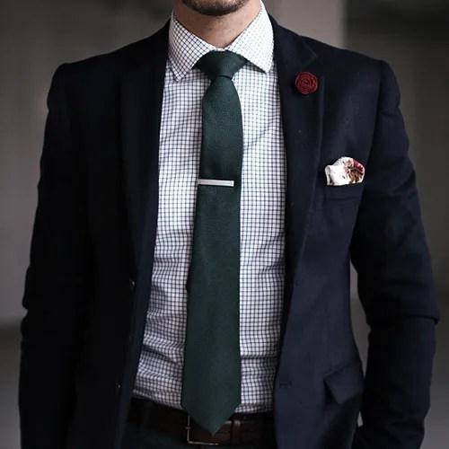 緑の無地ネクタイ