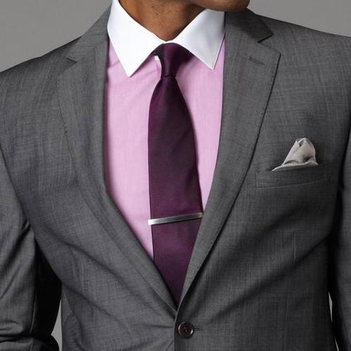 紫の無地ネクタイ