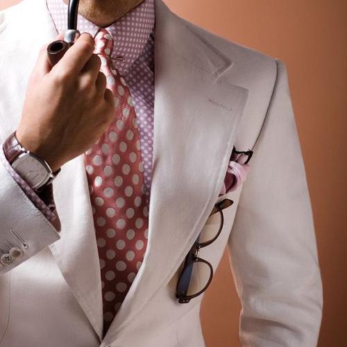 ピンクネクタイと同系色のシャツ1