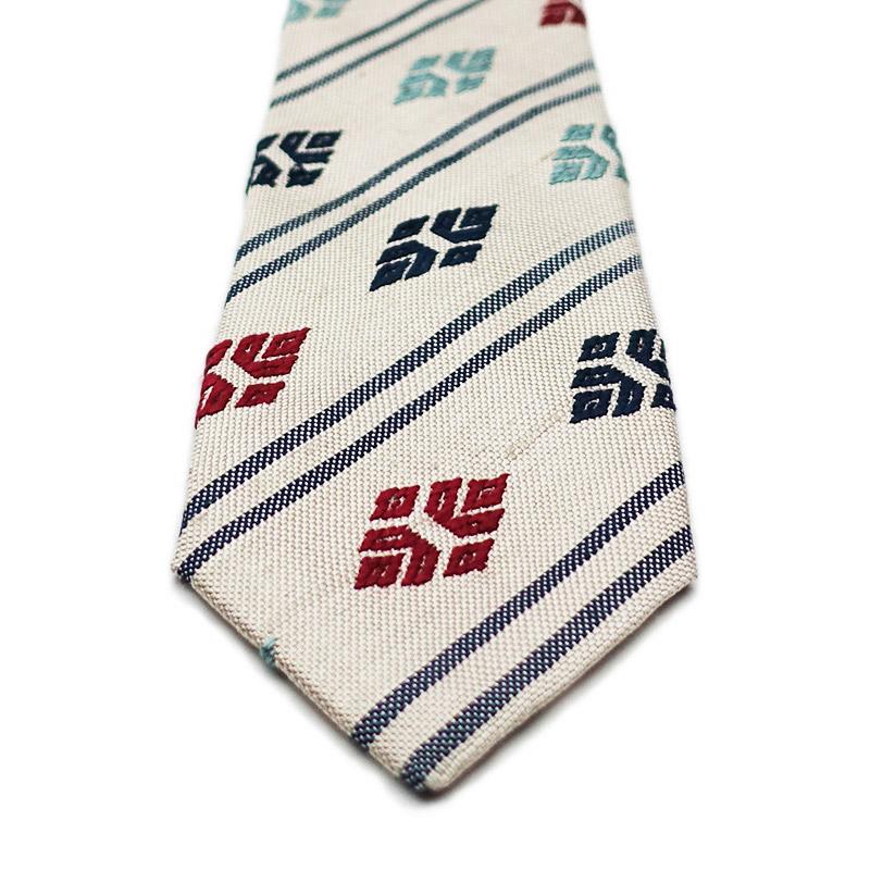 クリスマスプレゼントにおすすめの手織りシルクのネクタイ1