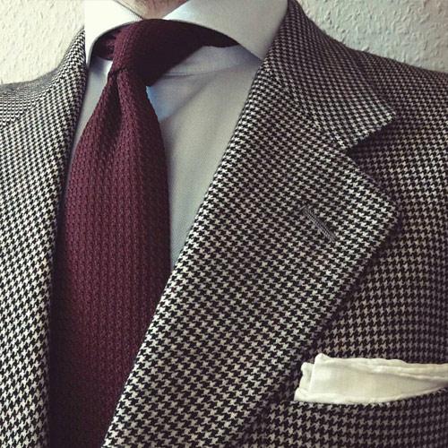チェックスーツとネクタイ