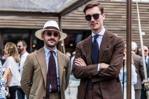 ブラウンスーツに合うネクタイ