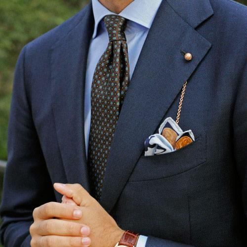 紺のスーツに合うブラウンネクタイ4