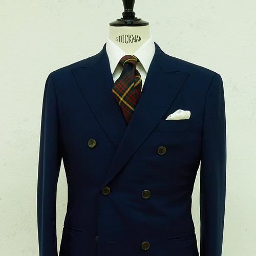 紺のスーツに合うチェックネクタイ