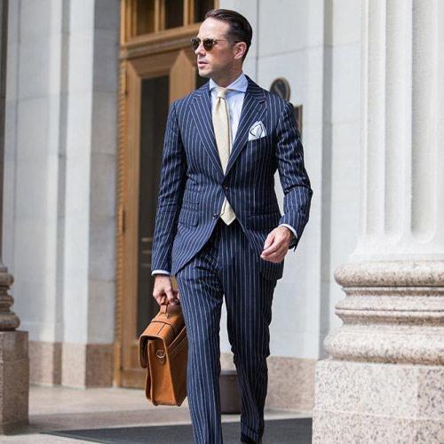 紺のスーツに合う白ネクタイ