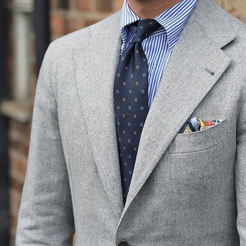 ストライプシャツに合う小紋ネクタイ