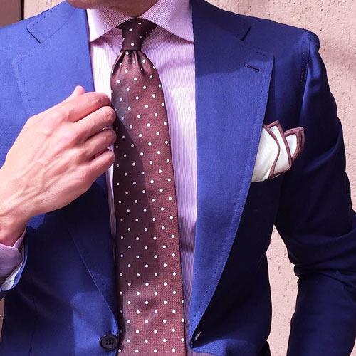 ピンクシャツに合うブラウンネクタイ