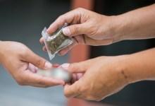 Photo of العش: 77% من مُتعاطي المخدرات أعمارهم تتراوح بين 16 و25 سنة