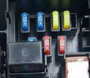 Auto zekering  vervang zelf zekering van auto