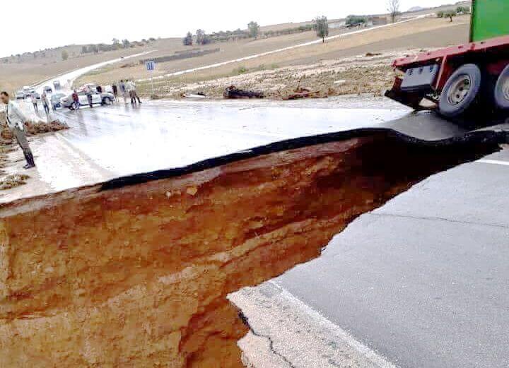 Sur la route gp 5, à Ain toungua, près de Testour, la pluie fait des ravages