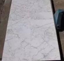 Carrara fond blanc