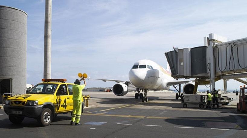 Los residentes en canarias o baleares tienen bonificado hasta el 75 por ciento del precio de sus billetes de avión a la Península