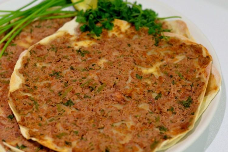 Lahmacun Czyli Placki Z Mięsem I Warzywami