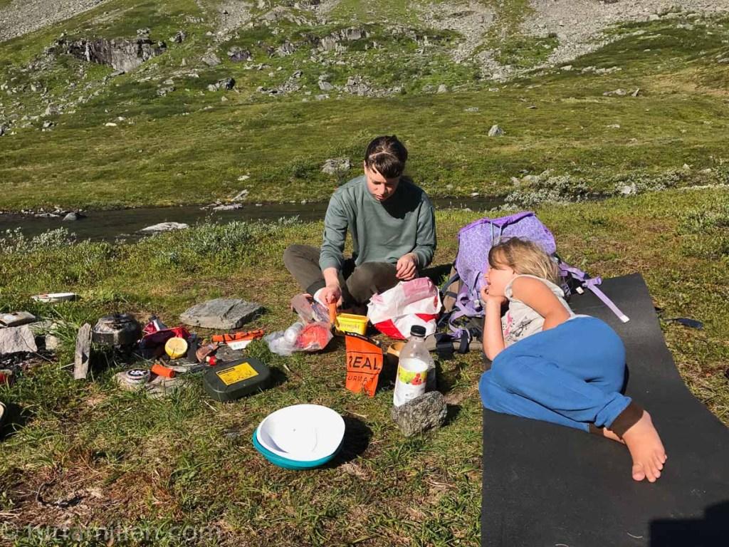 camp i giklingdalen før innerdalstårnet med barn