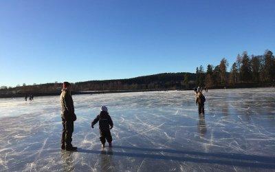 Med barna på tur til Bogstavannet på vinteren