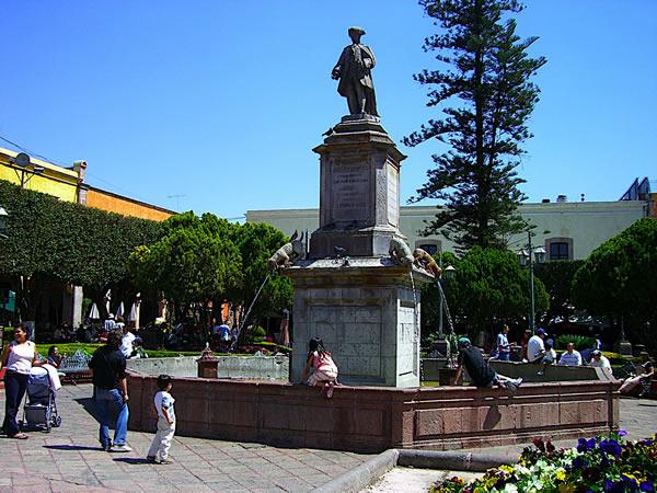 De la Plaza de Armas al Acueducto, Querétaro