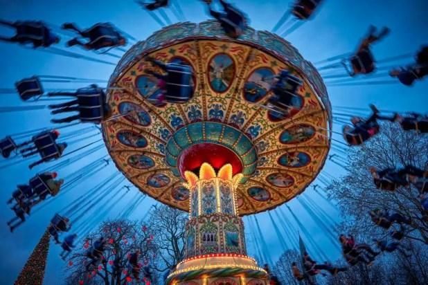 Jul i Tivoli kan opleves fra 18.11. til og med Nytårsaften. Der bruges over 20 millioner kroner i forbindelse med Jul i Tivoli og årets nye juletema tegner sig alene for 6 millioner kroner. Der er investeret et trecifret millionbeløb i Tivoli Hjørnet. I 2016 blev Jul i Tivoli besøgt af knap en million gæster. (PR-foto: Tivoli)