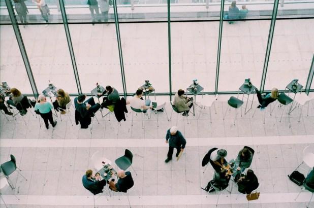 BC Hospitality Group lancerer i dag Meetly, en ny onlineportal, der skal skrive om møder og verden omkring mødet. (Arkivfoto Daria Shevtsova / Unsplash)