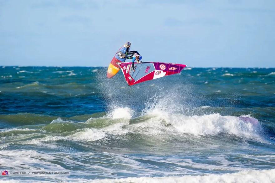 En ny online-guide skal hjælpe surfere med at finde de allerbedste surferspots på Vestkysten fra Thorsminde til Thyborøn. (Foto: Carter/PWA)