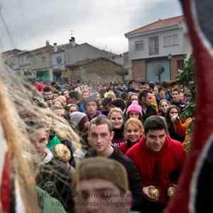 Multitud esperando al Jarramplas