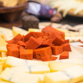 embutidos y queso de postre en Extremadura plato típico