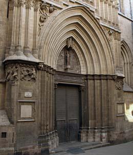 barcelona-puerta-san-ivo.jpg