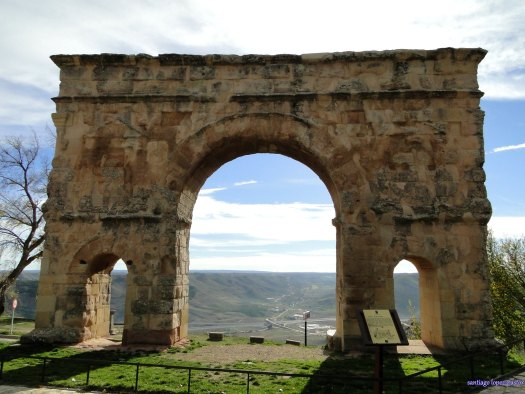 arco romano de medinaceli viajar por españa turismo de proximidad