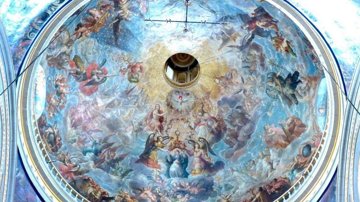 Cúpula del Retablo de los Reyes de la Catedral de Puebla, con fresco.